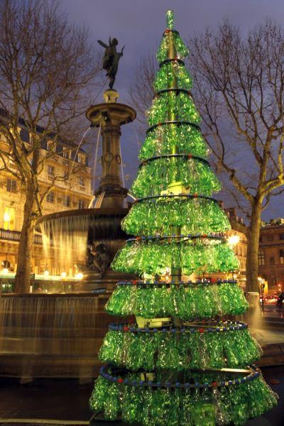 Albero Di Natale Heineken.Alberi Di Natale Dal Riciclo Delle Bottiglie Di Plastica